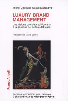 Luxury brand management. Una visione completa sull'identità e la gestione del settore del lusso - Michel Chevalier,Gérald Mazzalovo - copertina