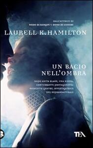 Un bacio nell'ombra - Laurell K. Hamilton - copertina
