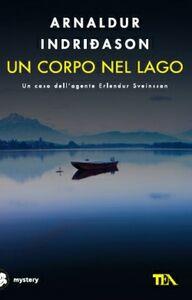 Libro Un corpo nel lago Arnaldur Indriðason