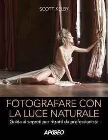 Fotografare con la luce naturale. Guida ai segreti per ritratti da professionista - Scott Kelby - copertina