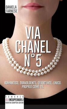Via Chanel n°5 - Daniela Farnese - copertina