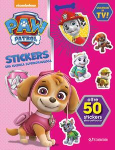 Una cucciola supercoraggiosa. Paw Patrol stickers. Con adesivi