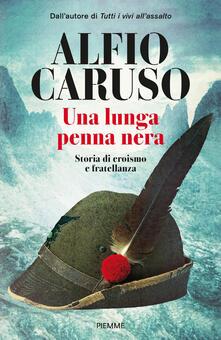 Una lunga penna nera. Storia di eroismo e fratellanza - Alfio Caruso - copertina