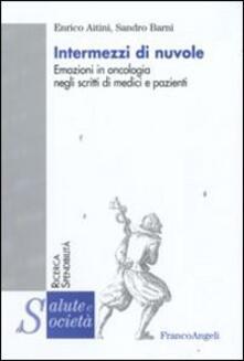 Intermezzi di nuvole. Emozioni in oncologia negli scritti di medici e pazienti.pdf