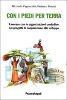 Con i piedi per terra: lavorare con le organizzazioni contadine nei progetti di cooperazione allo sviluppo - Riccardo Capocchini,Federico Perotti - copertina