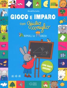 Animali e mondo. Gioco e imparo con Giulio Coniglio. Ediz. a colori. Con Adesivi - Nicoletta Costa - copertina