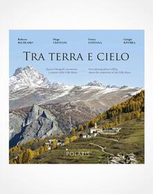 Tra terra e cielo. Quattro fotografi raccontano i cimiteri della valle Maira. Ediz. italiana e inglese.pdf