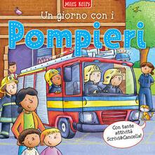 Un giorno con i pompieri. Scrivo & imparo. Ediz. a colori - Miles Kelly - copertina