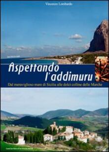 Aspettando l'addimuru. Dal meraviglioso mare di Sicilia alle dolci colline delle Marche - Vincenzo Lombardo - copertina