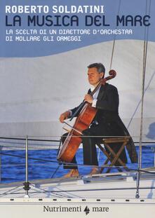 Letterarioprimopiano.it La musica del mare. La scelta di un direttore d'orchestra di mollare gli ormeggi Image
