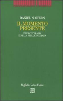 Il momento presente. In psicoterapia e nella vita quotidiana.pdf