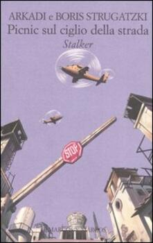 Picnic sul ciglio della strada. Stalker - Arkadi Strugatzki,Boris Strugatzki - copertina