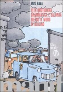 Vita quotidiana drammatica e balorda dietro l'ex muro di Berlino - Enzo Rava - copertina
