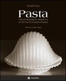 Pasta. The photographic elegance of De Cecco's pasta shapes. Ediz. italiana e inglese - Daniele Duca - copertina
