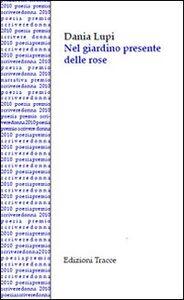 Nel giardino presente delle rose
