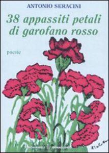 Trentotto appassiti petali di garofano rosso