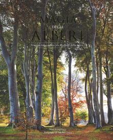 La magia degli alberi. Viaggio fotografico tra i giganti della terra - Noël Kingsbury - copertina