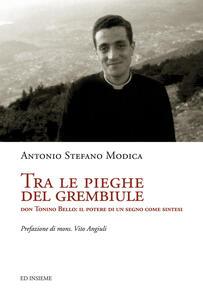 Tra le pieghe del grembiule. Don Tonino Bello: il potere di un segno come sintesi - Antonio S. Modica - copertina
