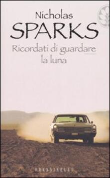 Ricordati di guardare la luna - Nicholas Sparks - copertina