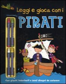 Leggi e gioca con i pirati. Con gadget - copertina