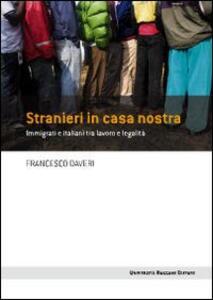Stranieri in casa nostra. Immigrati e italiani tra lavoro e legalità