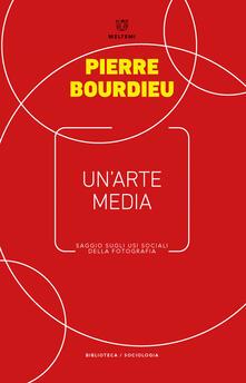 Un' arte media. Saggio sugli usi sociali della fotografia - Pierre Bourdieu - copertina