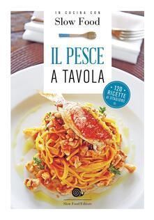 Il pesce a tavola. 120 ricette di stagione.pdf