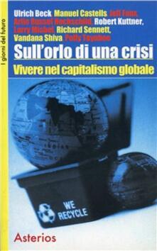 Sull'orlo di una crisi. Vivere nel capitalismo globale - Ulrich Beck,Manuel Castells,Richard Sennett - copertina