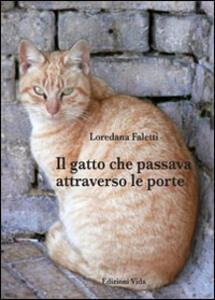 Il gatto che passava attraverso le porte