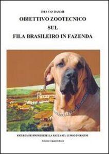 Obiettivo zootecnico sul fila brasileiro in fazenda. Ricerca dei pion ieri della razza sul luogo d'origine