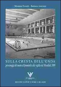 Sulla cresta dell'onda. Personaggi del nuoto femminile alla vigilia dei mondiali 2009 - Massimo Franchi,Barbara Liverzani - copertina