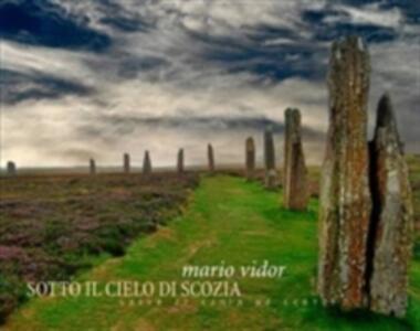 Sotto il cielo di Scozia. Ediz. italiana e inglese - Mario Vidor,Fausto Raschiatore - copertina