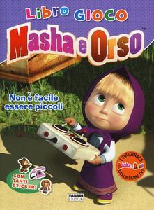 Voluntariadobaleares2014.es Non è facile essere piccoli. Masha e Orso. Libro gioco. Con adesivi Image