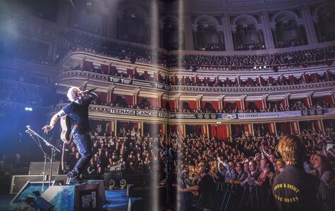 Ed Sheeran. Siamo fatti di ricordi. Le fotografie inedite del mio viaggio con Ed. Ediz. illustrata - Christie Goodwin,John Sheeran - 5