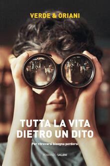 Tutta la vita dietro un dito - Carmen Verde,Alex Oriani - copertina