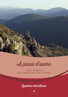 A passo d'uomo. Guida tematica della media valle dell'Aterno. Ediz. italiana e inglese - copertina