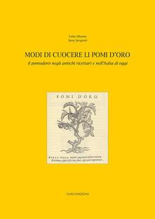 Modi di cuocere li pomi d'oro. Il pomodoro negli antichi ricettari e nell'Italia di oggi - Yuko Okuma,Sara Sargenti - copertina