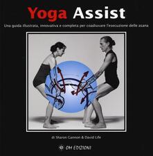 Yoga assist. Una guida illustrata, innovativa e completa per coadiuvare lesecuzione delle asana.pdf