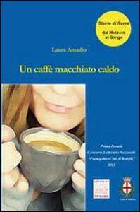 Un caffè macchiato caldo