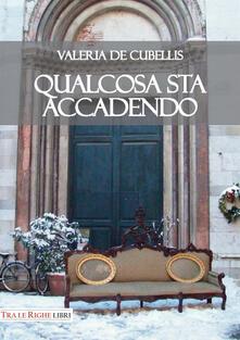Qualcosa sta accadendo - Valeria De Cubellis - copertina